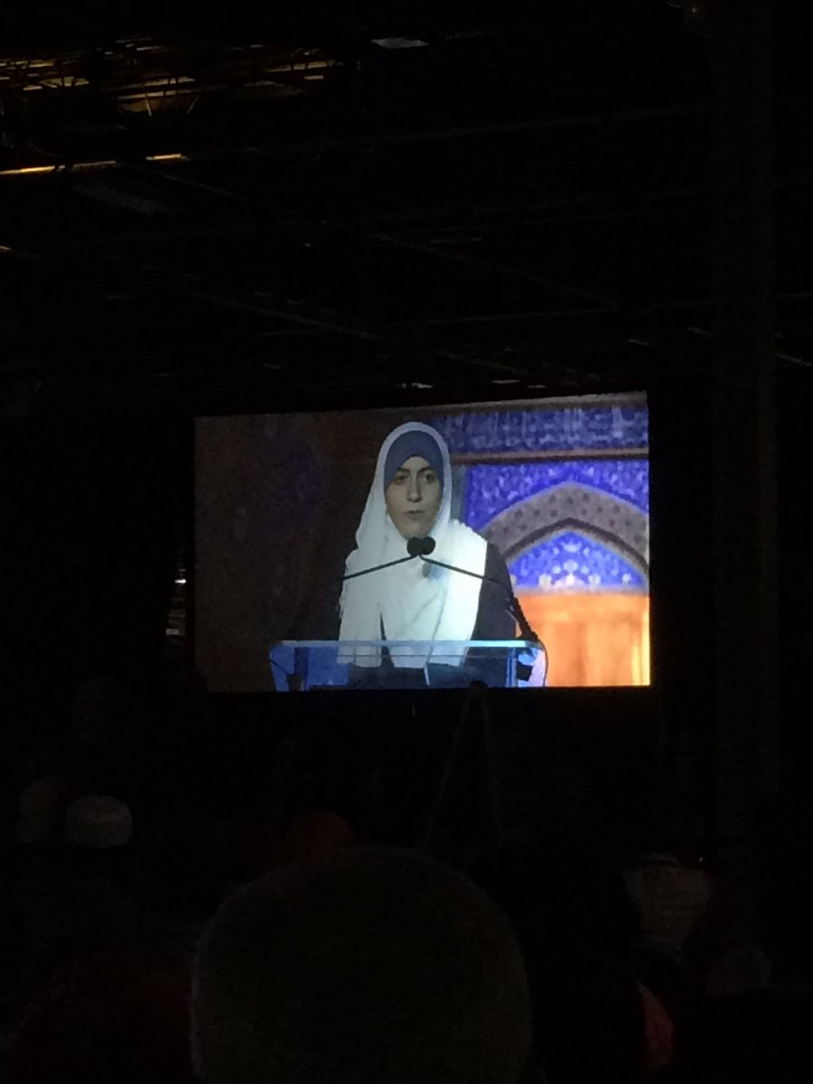 This speaker from Muslim Youth @DotheDeen has ~400% more poise & confidence than I do - and she's like 16. #ISNA53 https://t.co/UiPeuLzcUL