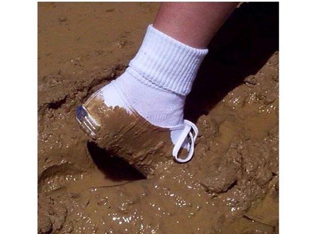 фото девушки в грязных носках