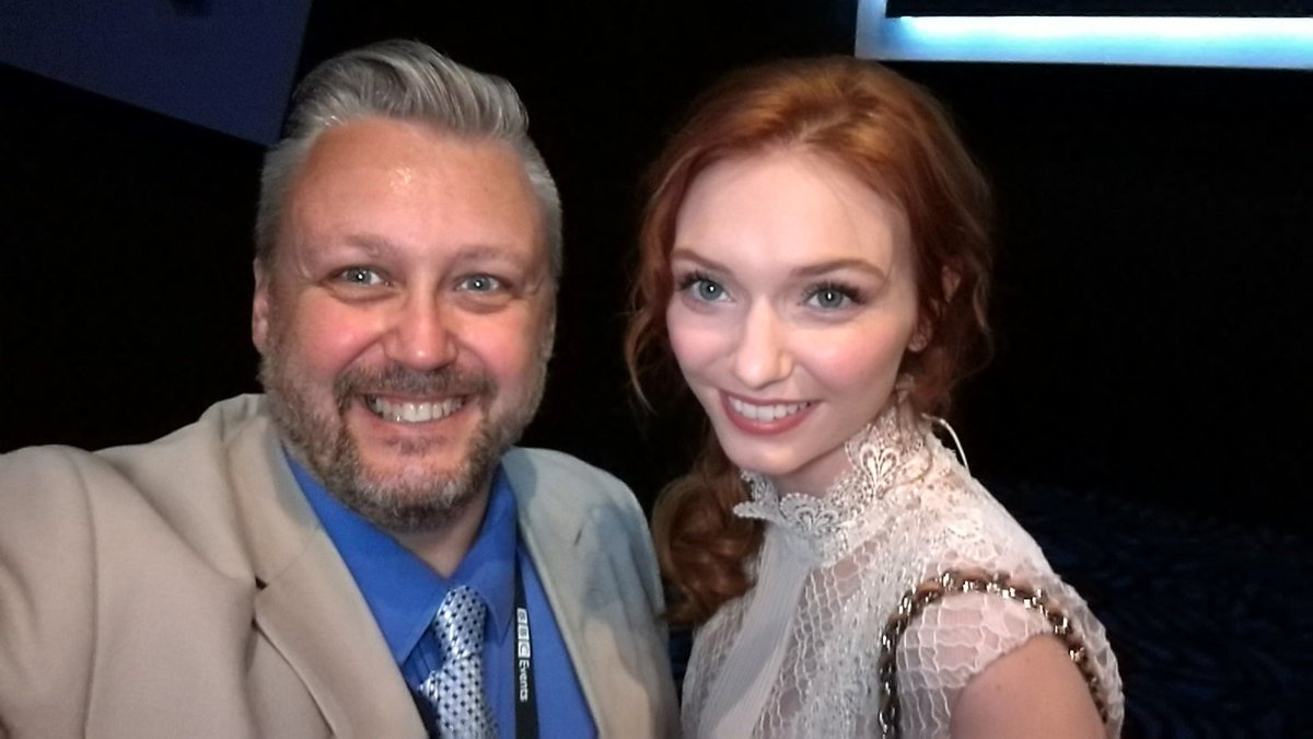 Borrowed Ross Poldark's wife for a quick picture!! Its the lovely Eleanor Tomlinson from @PoldarkTV #PoldarkCornwall https://t.co/oAQzl0wese