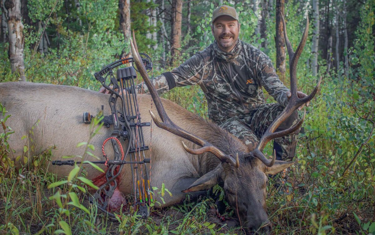 Big congrats to my Hubs @TroyFromtheDraw on his DIY public land 6x5 bull. This hunt was one to remember! #FirstLite https://t.co/ZNmJnPs9GZ