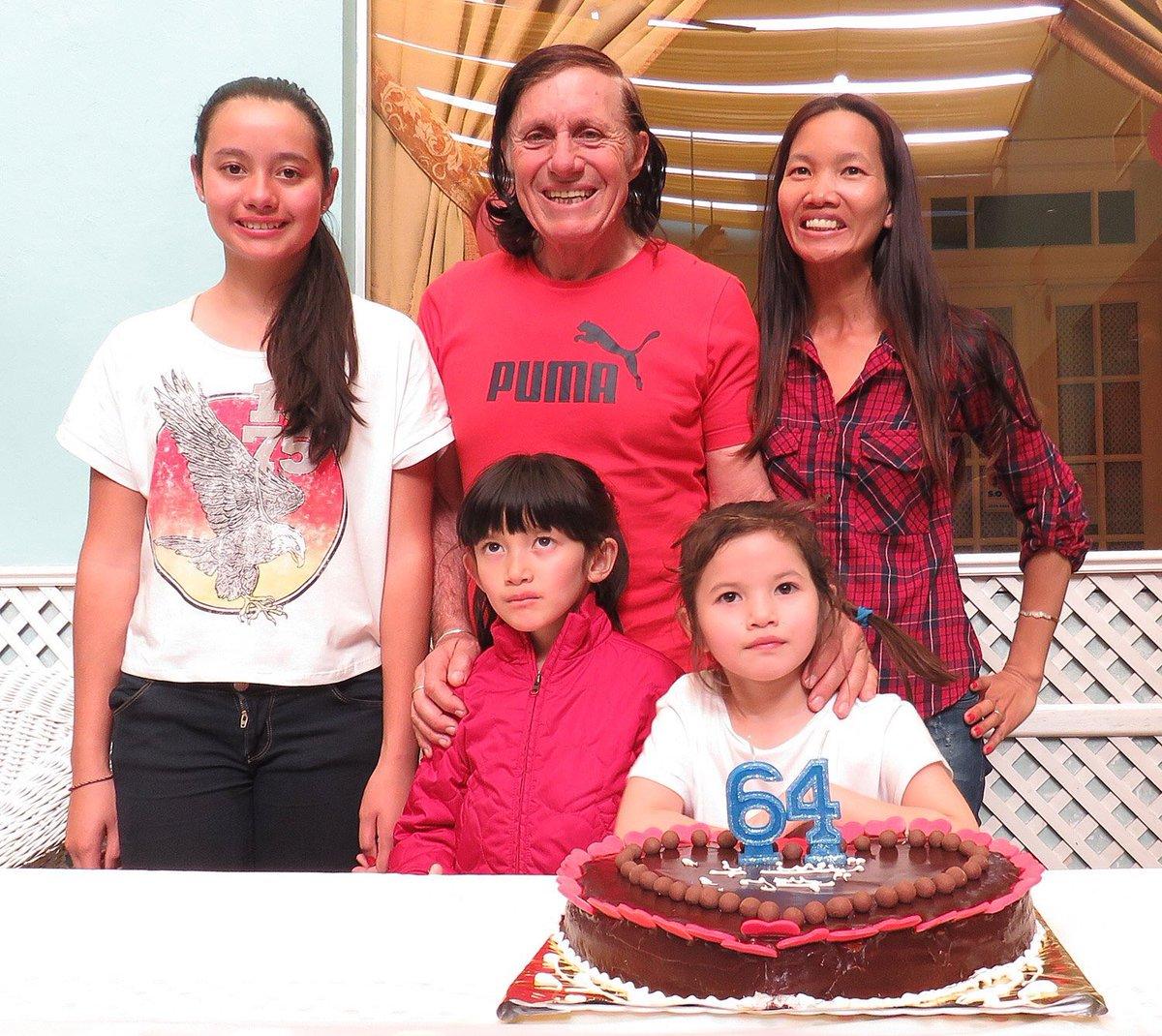 """Revista Caras on Twitter """"Se agranda la familia Guillermo Vilas"""