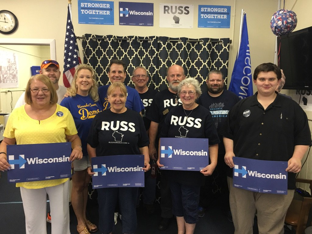 The Kenosha County Dems are here early for the big @russfeingold event today. What a good-looking bunch! #russ4us https://t.co/9ZmU5UArOI