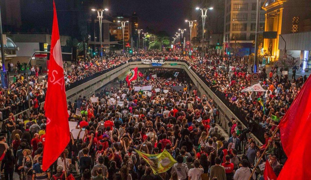 Taí os mais de 100 mil na maior paz q as bombas do @geraldoalckmin_ querem ofuscar. Nāo conseguirāo #ForaTemer https://t.co/WzPwvrd8qd
