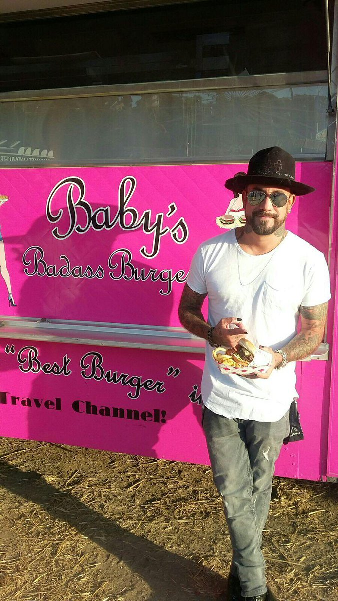 Our FAV #BackstreetBoy @skulleeroz came 4 our 1/2 lb juicy burger...twice! A BIG