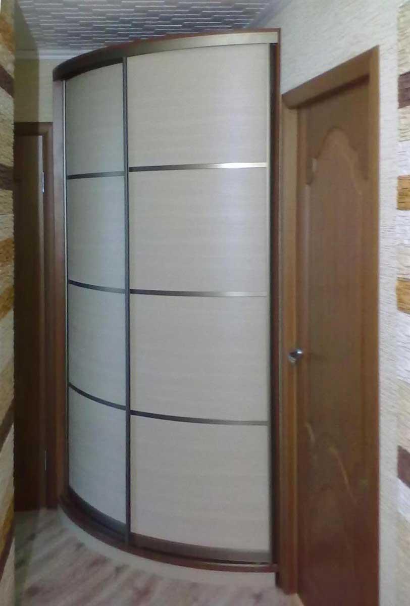 Маленький угловой радиусный шкаф в прихожую - бари.