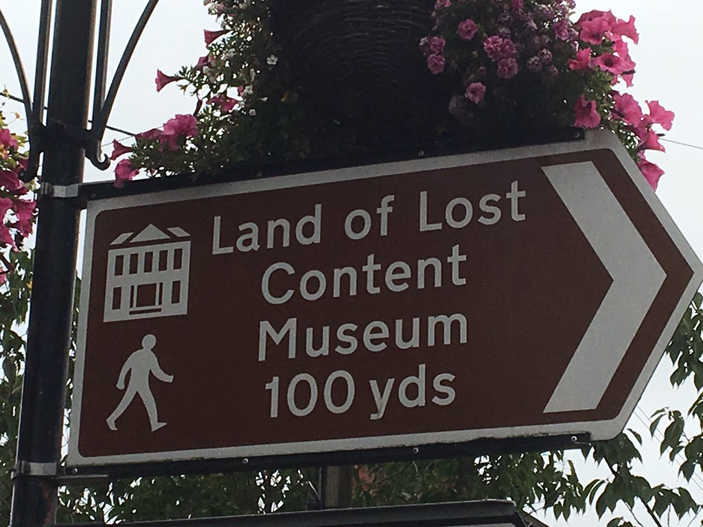 There are a hundred #writing prompts in this one sign. #cravenarms https://t.co/o0V5SmM5nb