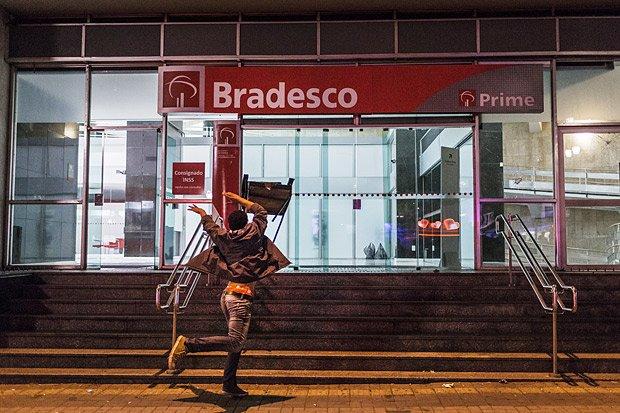 Vinicius Mota: Dilma insufla o ódio nas ruas e vai morar em Ipanema https://t.co/fmfQjZxB1g
