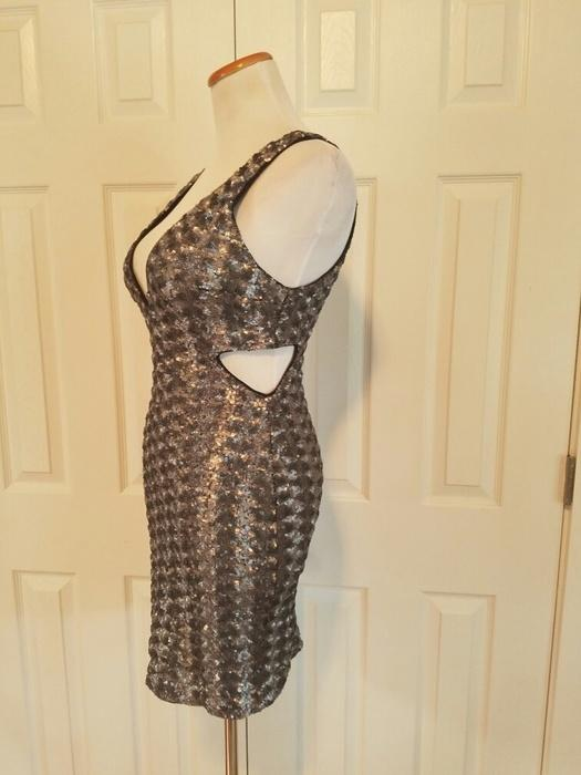 75434ab1a0de Size 6 / S for $ 18.0: http://www.vinted .com/womens-clothing/party-and-cocktail-dresses/21033097-metallic-sequined -party-dress …pic.twitter.com/xV7v9Nhmt5