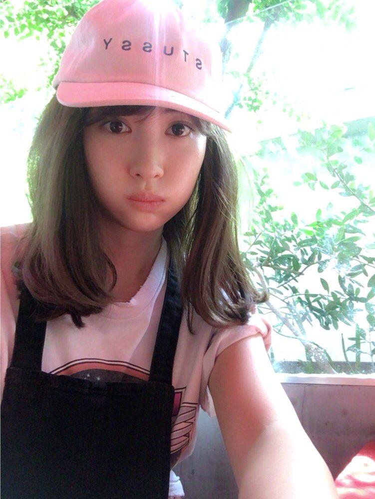 帽子が可愛い小嶋陽菜