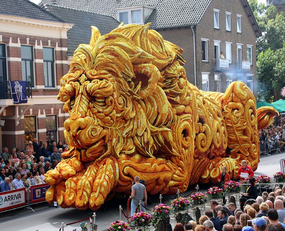"""""""Netherlands' float using dahlias"""" https://t.co/HpCnmJcGqa * Free gifts, & help #animals too! See: https://t.co/sj82zzmdEn * Please RT"""