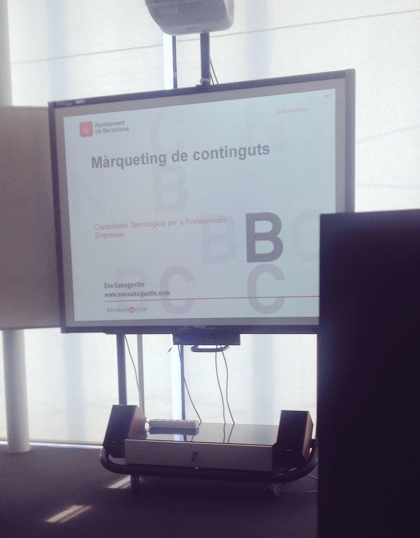 Desarrollándose la actividad de Marketing de Contenidos de @elcibernarium de la mano de @evasanagustin https://t.co/qfLoNGjySJ