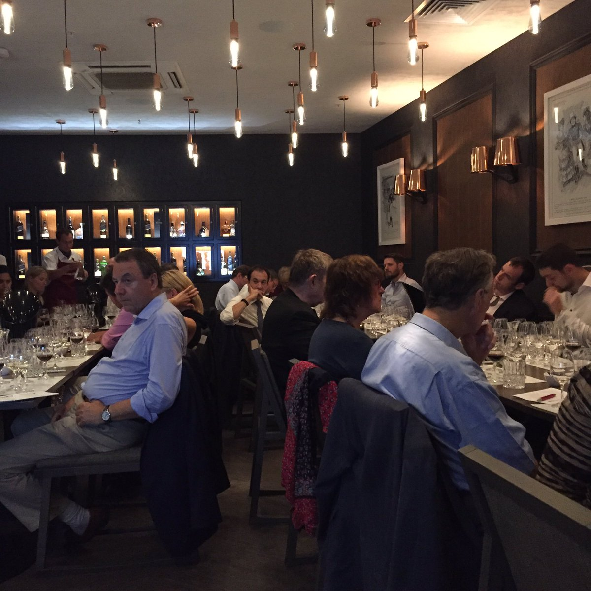 A full house of Australian #wine lovers for our inaugural Ultimate Australia Evening at the fab @mrestaurants_