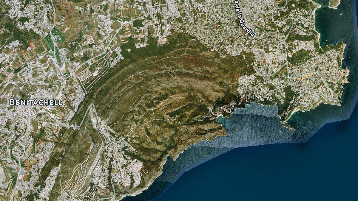 A ver si adivináis qué zona ha ardido en Xàbia y Benitatxell. (Pista: todo lo 'blanco' ya estaba urbanizado) https://t.co/r6eR88Y6og
