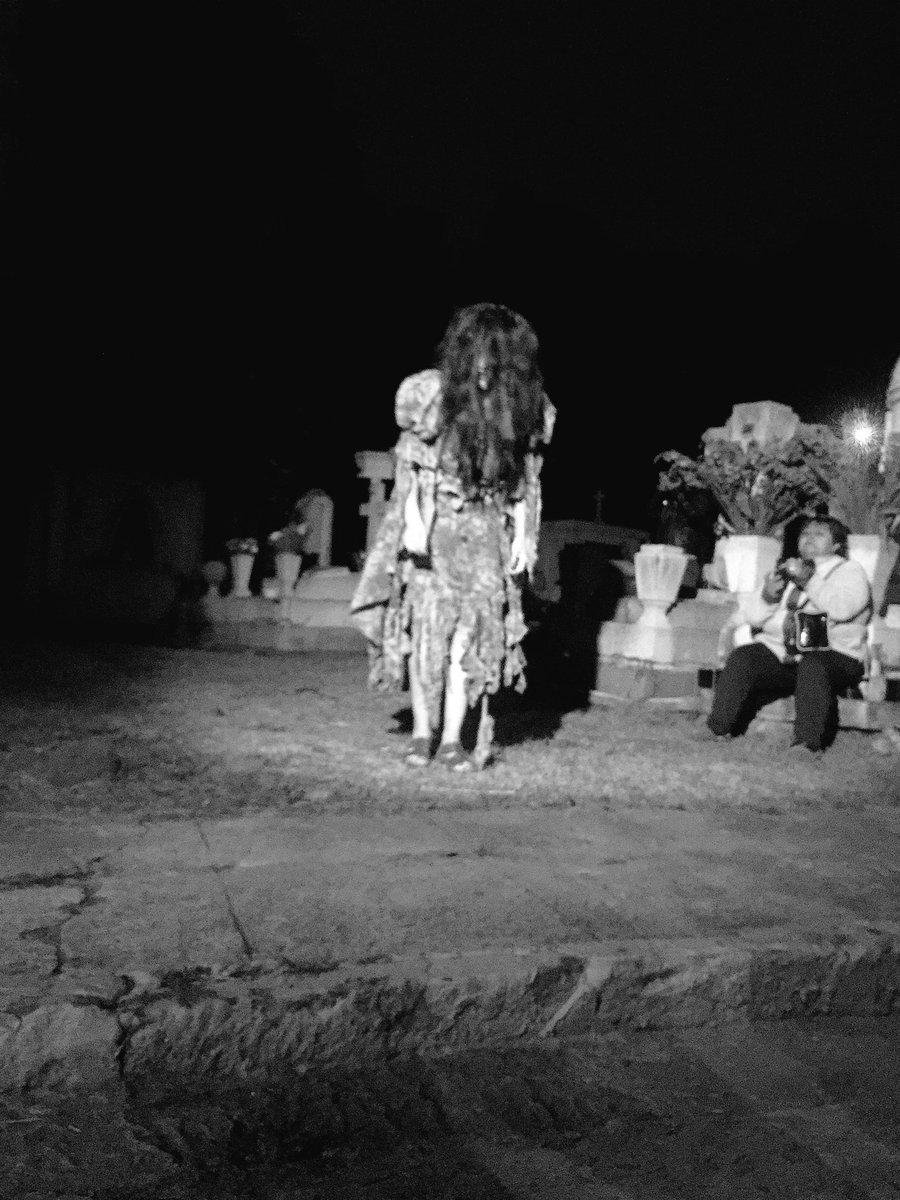 Actriz del Miedo Fest en Puebla dentro del Panteón Municipal