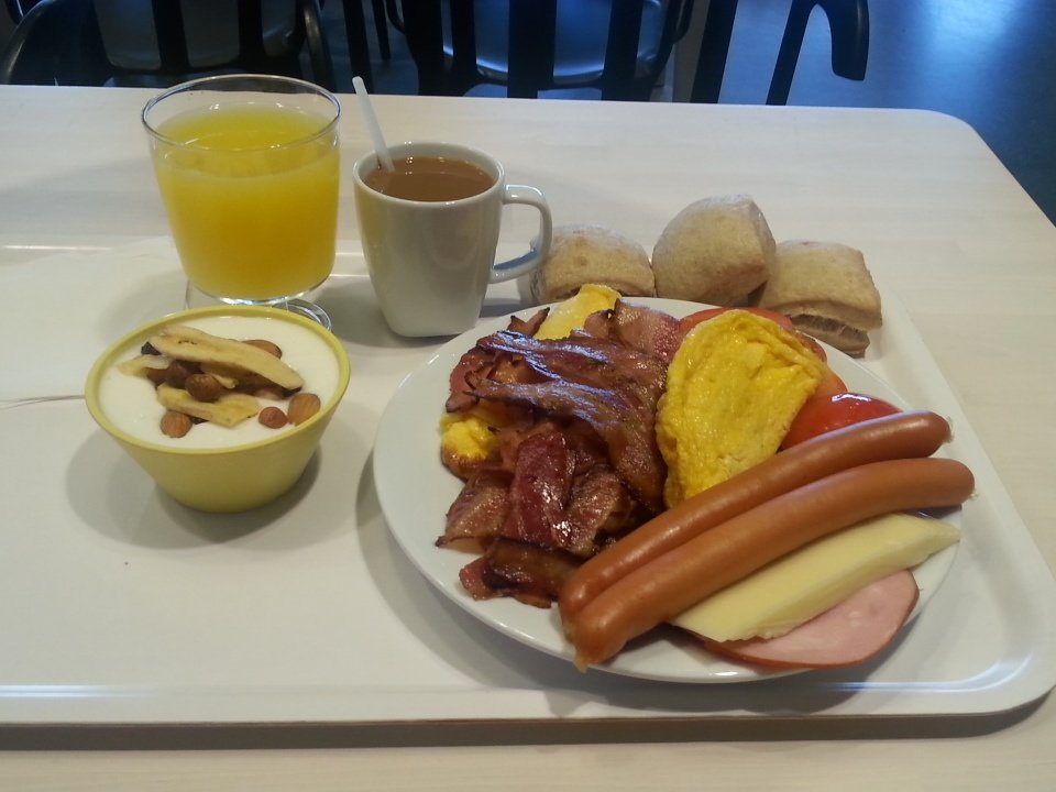 Te jotka syötätte lapsillenne IKEA:n 1 euron aamiaisen, nolottaako yhtään?