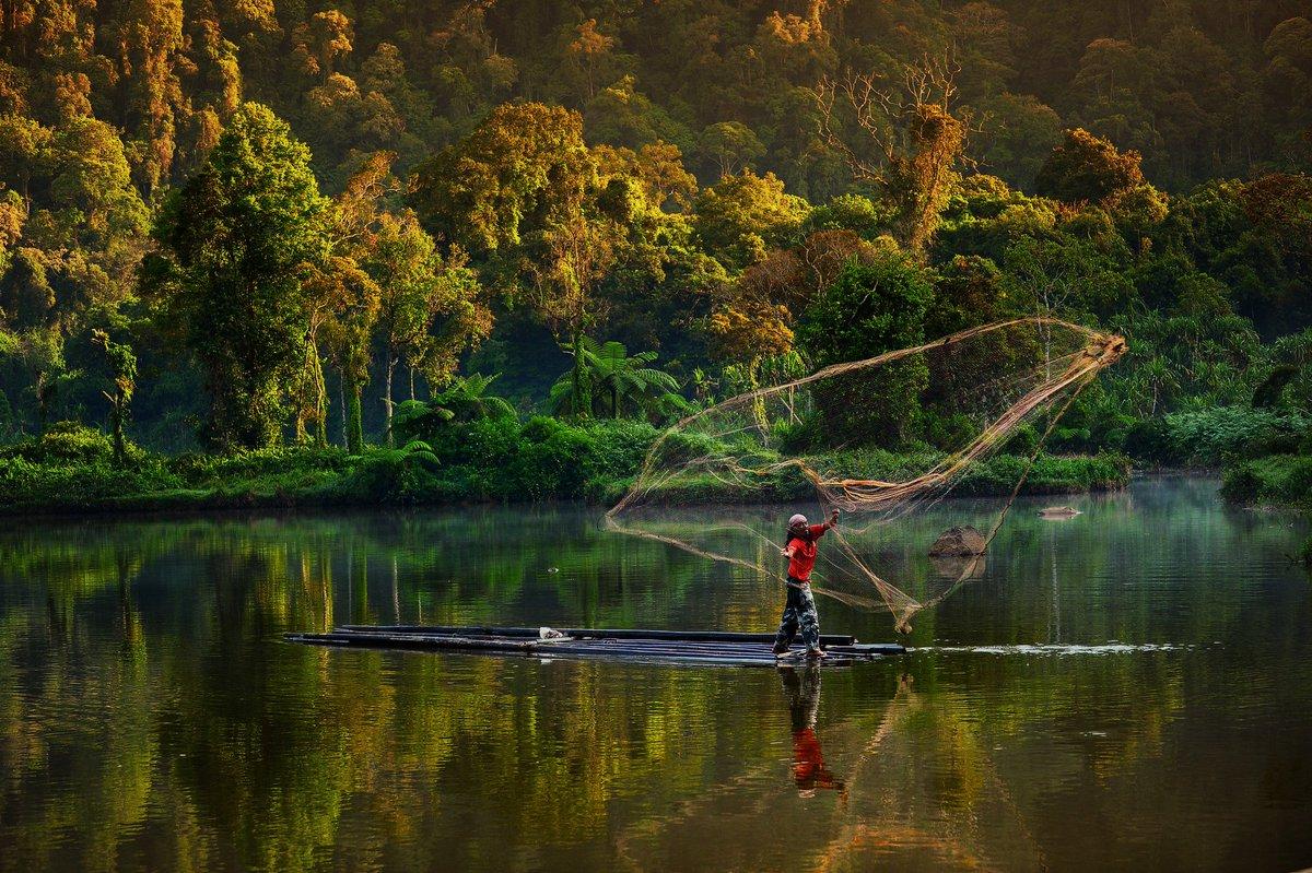 Situ Gunung, Sukabumi, Jawa Barat - Indonesia Sumber: flickr.com/photos/cifor/1…