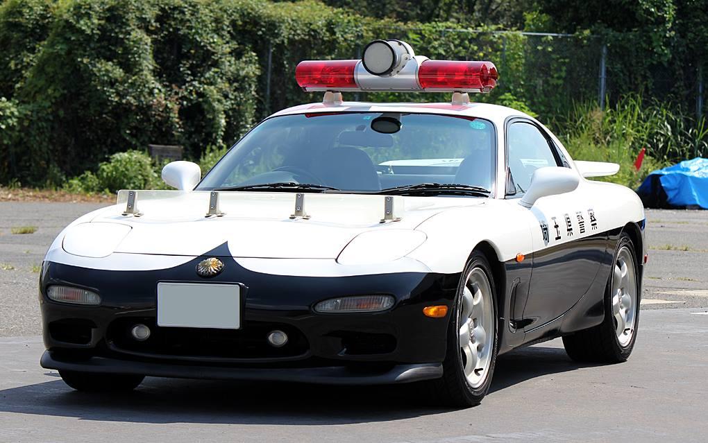 今日はRX-7パトカーをご紹介。埼玉県警察で平成10年から使われているベテランパトカーです!これまでもマツダ車の #パトカー をご紹介してきましたが、どんな車種だったか覚えていらっしゃいますか^^?#RX7 #働くマツダ車 https://t.co/eQdGn73UZB