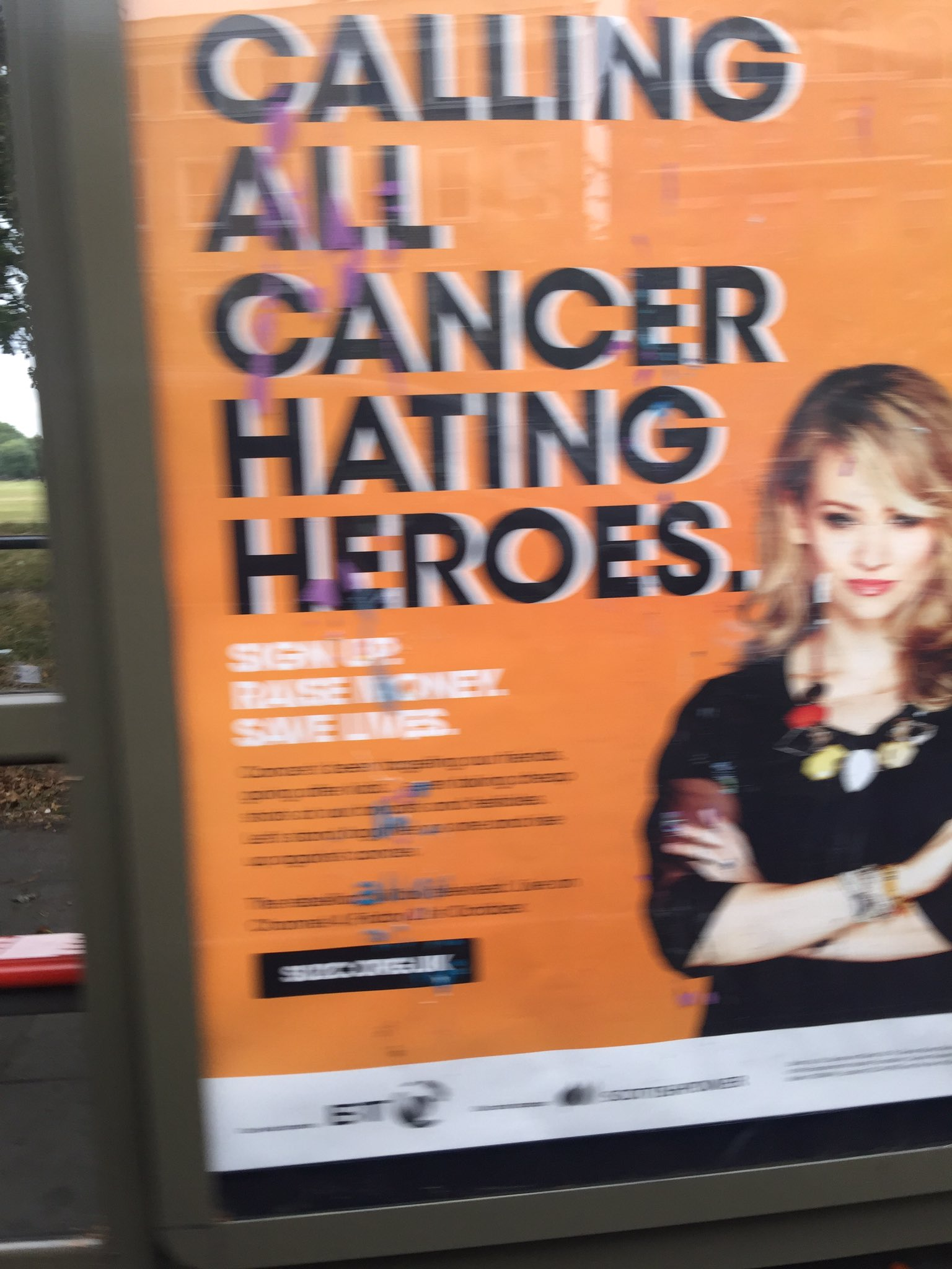 Have you seen this girl at a bus stop?......its ME!! Calling to action all Cancer hating heroes! #ihatecancer @SU2C https://t.co/oMkQNaYZu0