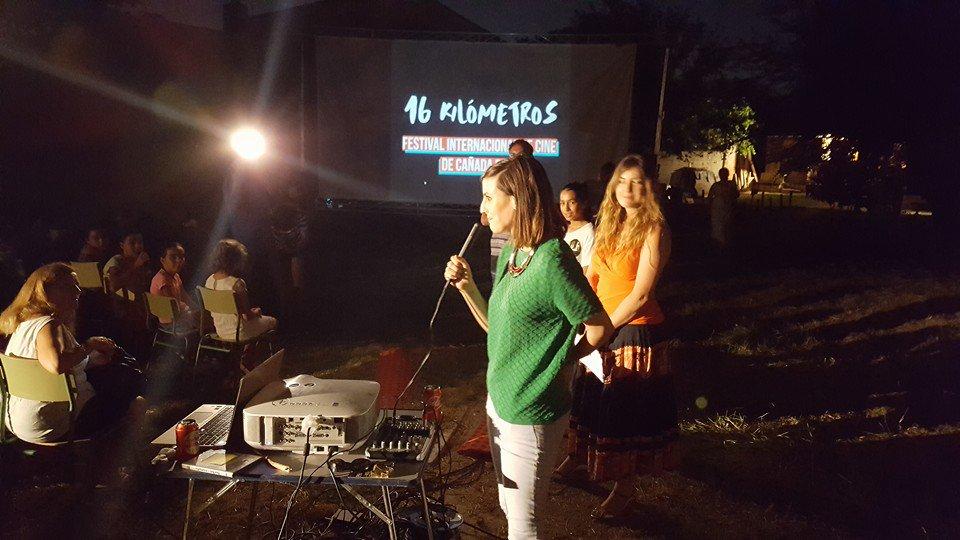 Gracias a @NataliadeMolina y a @PATRICIAMORUECO por participar ayer en la inauguración del festival en #CañadaReal https://t.co/JXkCYjRk9b