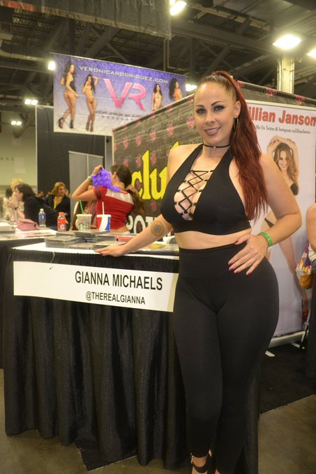 Thick in all the right places! @therealgianna https://t.co/vta4seScFa https://t.co/F1eiUXzEeT