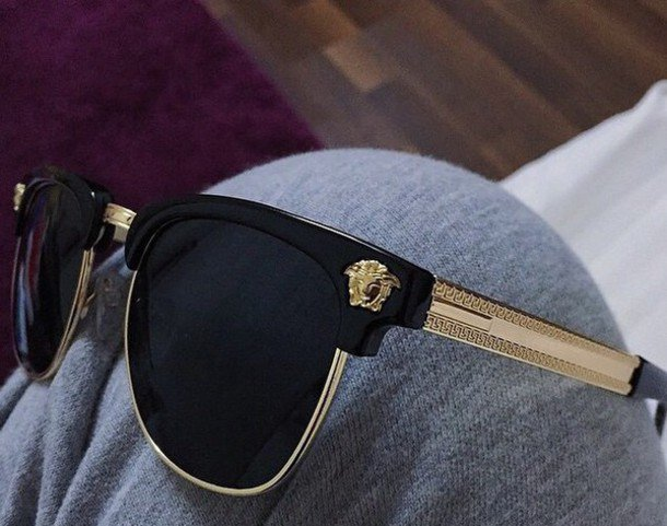 a44aec0082d0 #mondaymotivation #septembersun #weddingsabroad compliment your outfit with  some #versace or #armani #sunglassespic.twitter.com/IZfMgYUs0U