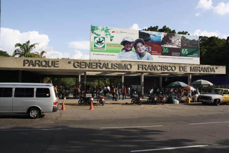 ATENCIÓN-- Roban en @ParqueDelEste ante inefectividad de autoridades y GNB. https://t.co/LjhpEX6DGg @gabyarocha https://t.co/hA1FMJmHoU
