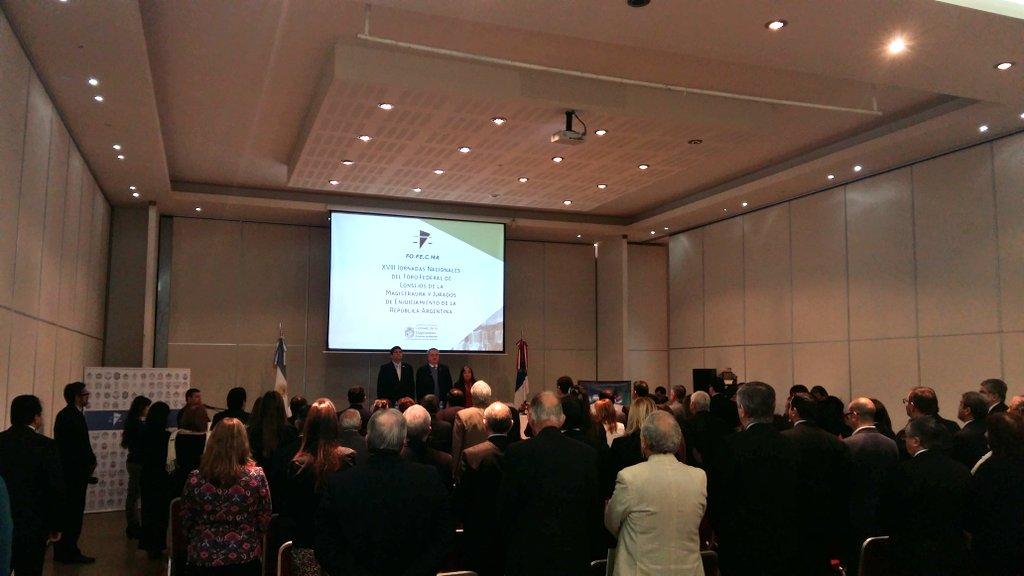 Se entonan las estrofas del himno nacional argentino en la apertura de las XVIII Jornadas Nacionales del FOFECMA https://t.co/gvw63jXpbO