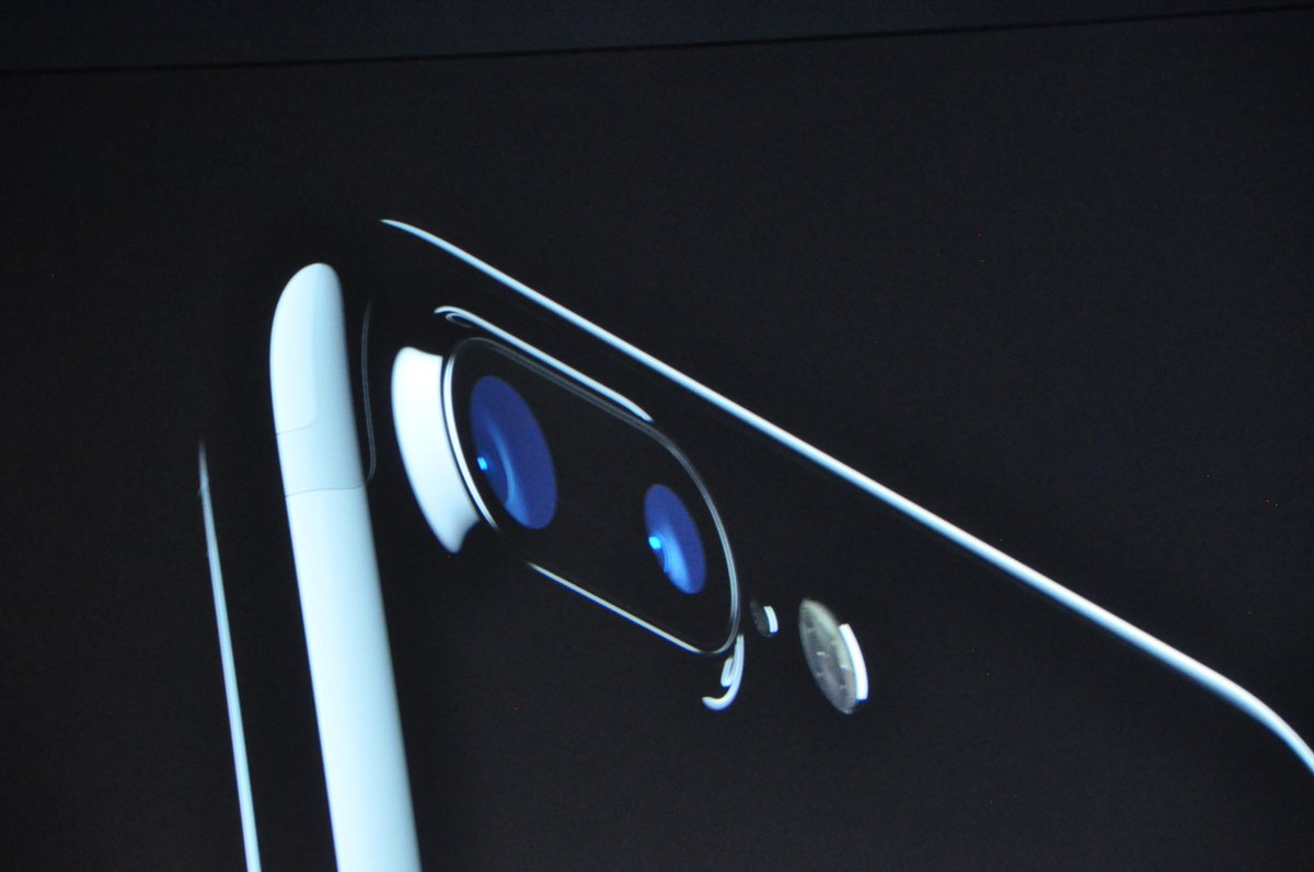 iPhone 7 rodando agora! Duas lentes!!!! https://t.co/t3YP6CEb6q