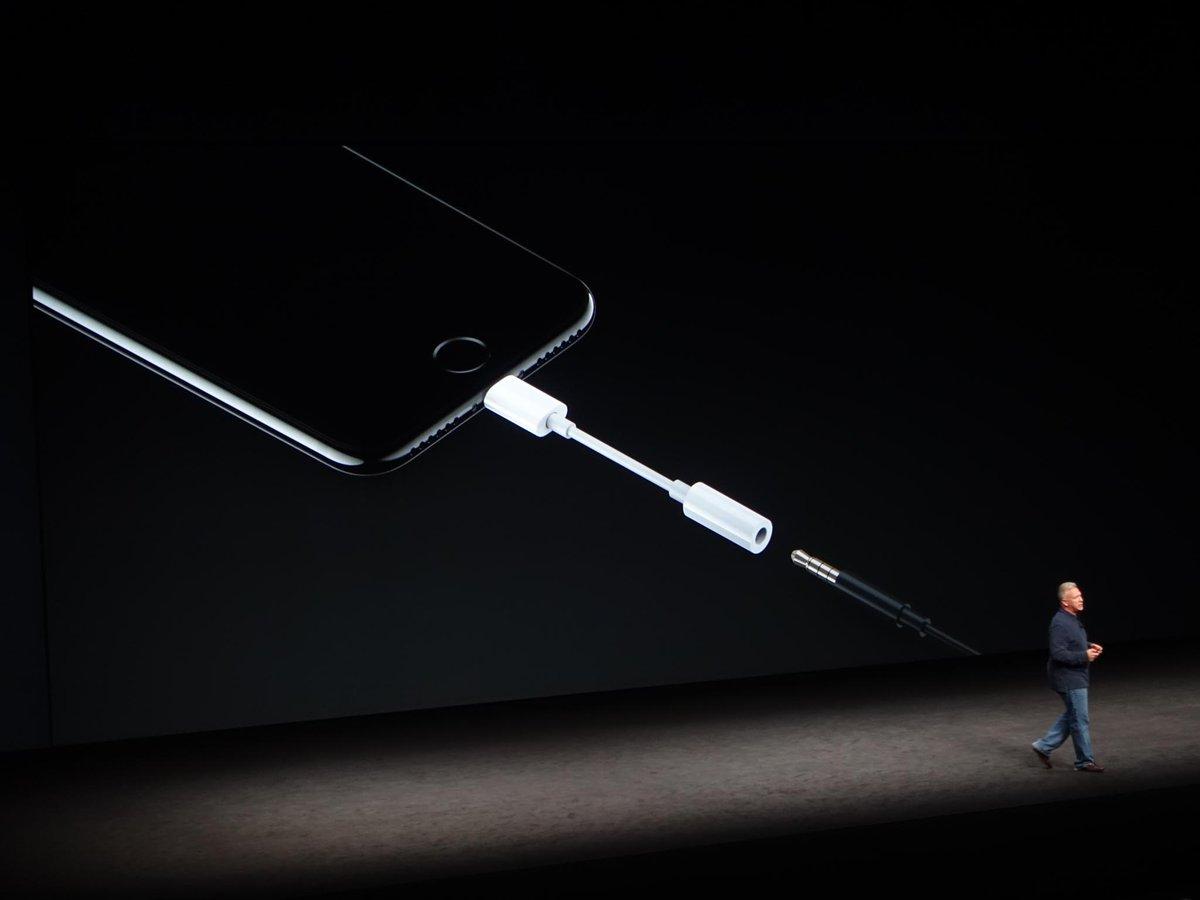 "Apple's Phil Schiller says Apple has the ""courage"" to remove the headphone jack. Says the jack ""fights for space."" https://t.co/nOvJ3PiSJB"