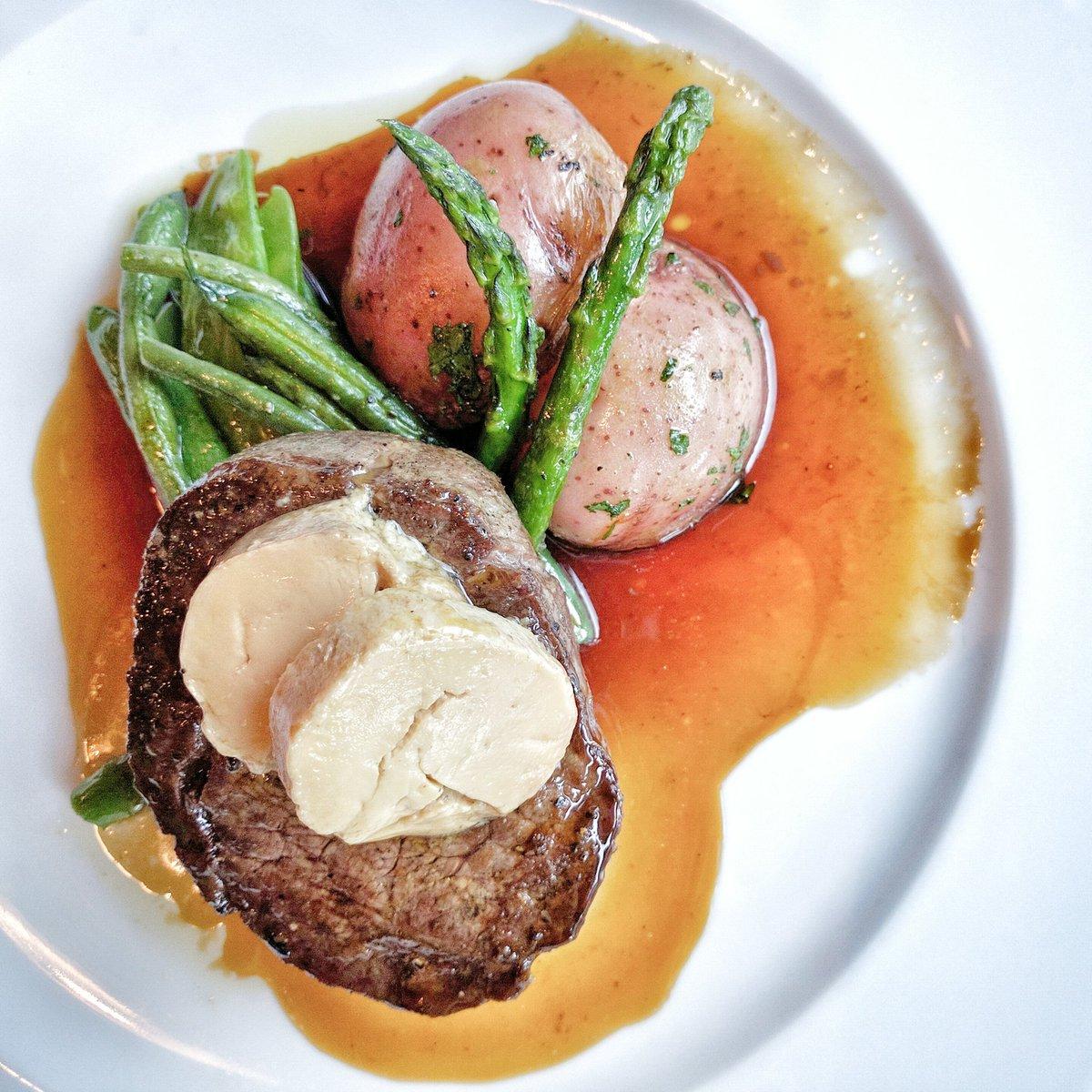 Travelling Foodie Eats Beef Tenderloin Meddalion at Paese Ristorante Toronto