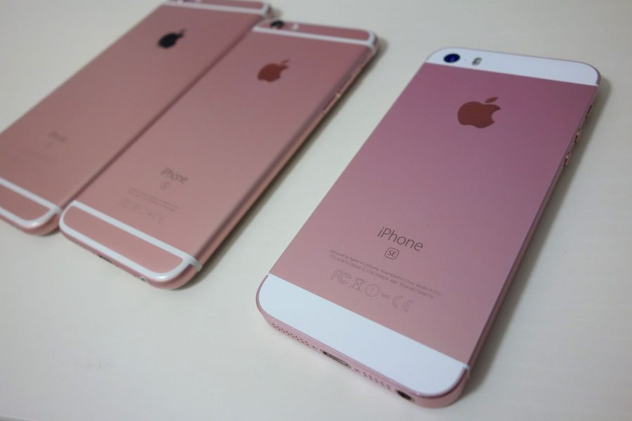 iPhone 7発表の裏でiPhone SEが値下げ。64GBは59,800円→49,800円の1万円引きに https://t.co/Jb5KNHIOnQ https://t.co/8qUKaqnECU