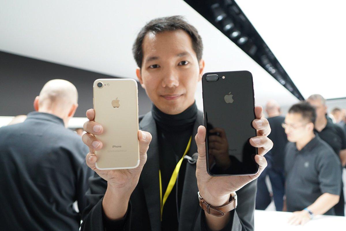 นี่คือเครืองจริงครับ จับมาแล้ว iPhone 7 และ iPhone 7 Plus ทั้ง 5 สี ชอบสีไหนกันบ้าง? ดำเงา ดำด้าน ทอง เงิน ชมพู https://t.co/DEynTYsCN3