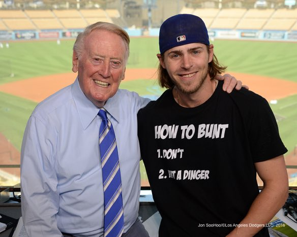 The shirt Josh Reddick has on in this pic with Vin is awesome. https://t.co/vBrFSVgAe6