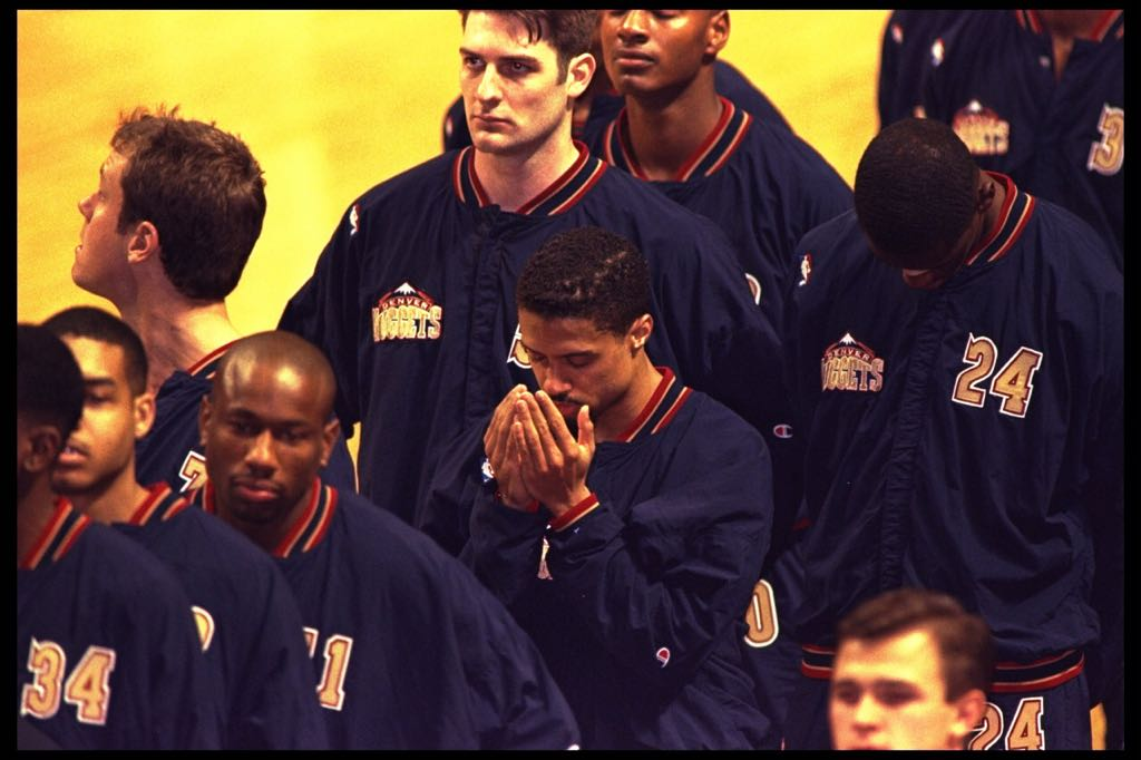 One of my favorite players Mahmoud Abdul-Rauf was taking heat for this in the 90's. He'd pray during the anthem. https://t.co/ihJ0pql5qR