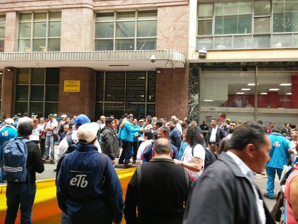 Empresa de telefon a de bogot en nuevo esc ndalo de for Empresas de construccion en bogota