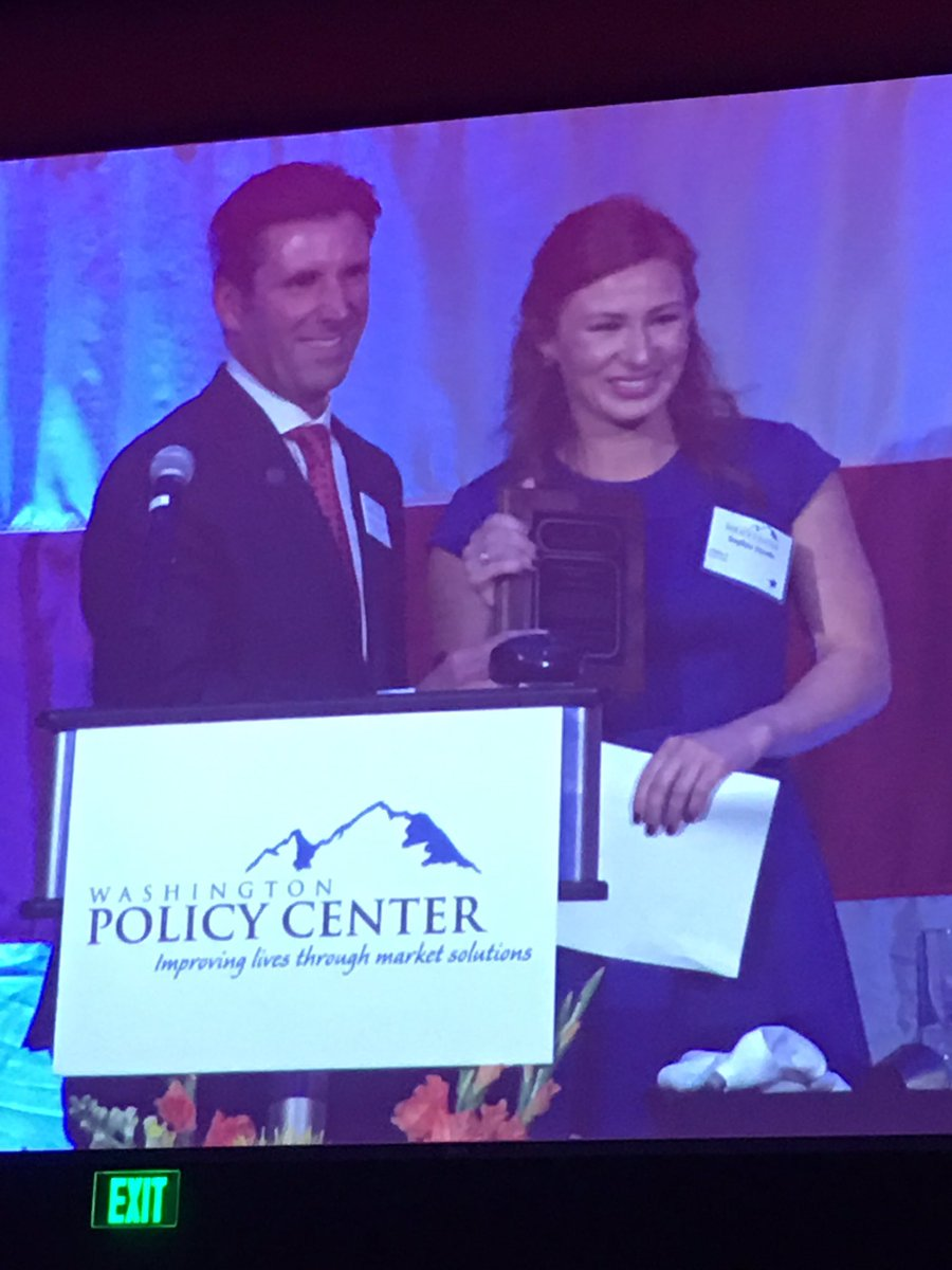 Cathymcmorris Alum Sophia Steele Receives Wapolicycenter Jennifer Dunn Award At Wpcad Teamcmr Gocougs