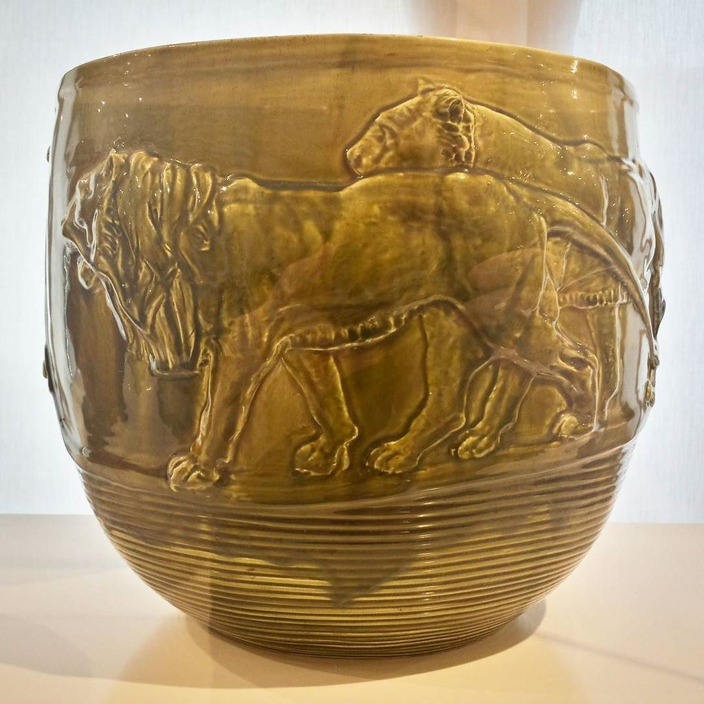 #arturomartini #vase with #lions #sculpture #glazedpottery #museobailo #treviso https://t.co/yEalBJtLmp