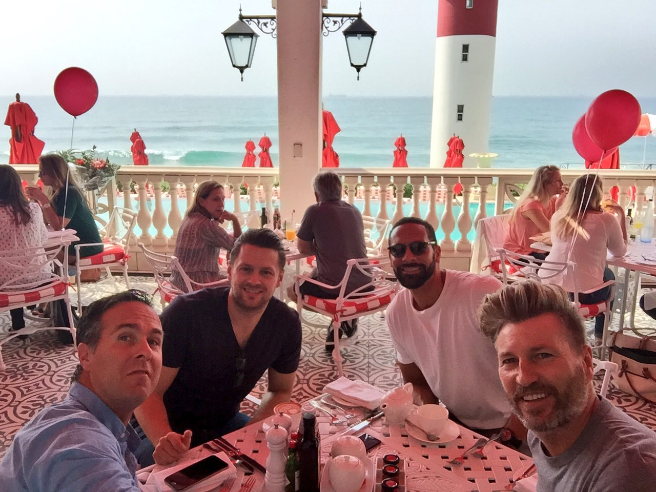 Sea views at breakfast this morning with the chaps @MichaelVaughan @RobbieSavage8 @_JMallen #Durban https://t.co/IalFjGAK1G