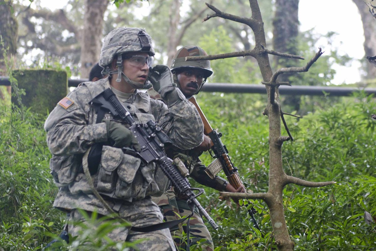 U.S. and Indian Soldiers side by side. Chalein Sath Sath. #YudhAbhyas2016. @USAmbIndia @adgpi https://t.co/lRBDl0u5RN