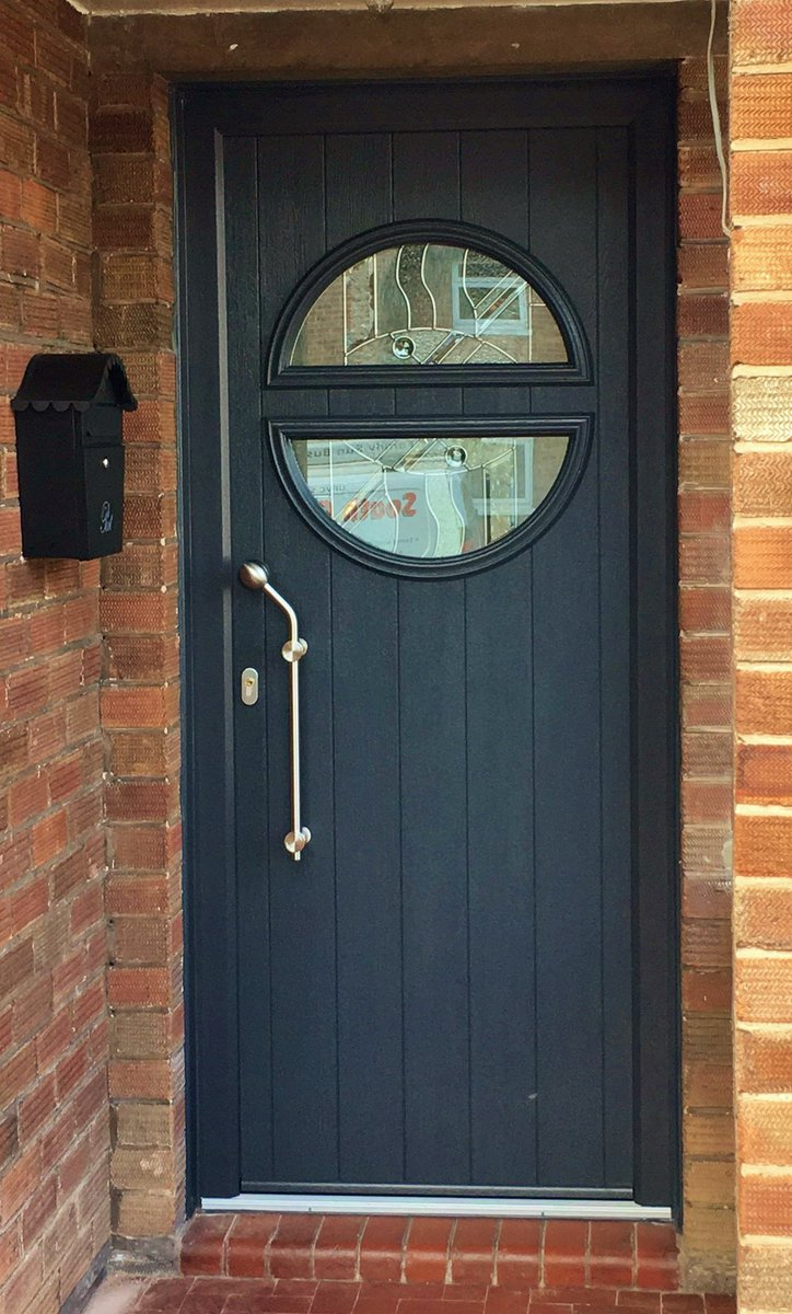 0e0b4973b688b A Pisa @SolidorLtd composite door with abstract glass in a anthracite grey  finish with a stainless steel designer handle fitted by  SCG.pic.twitter.com/ ...