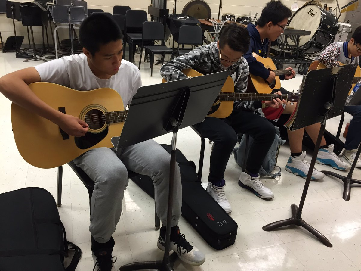Lake Shore Hs On Twitter Guitar Students Learn How To Play Scales