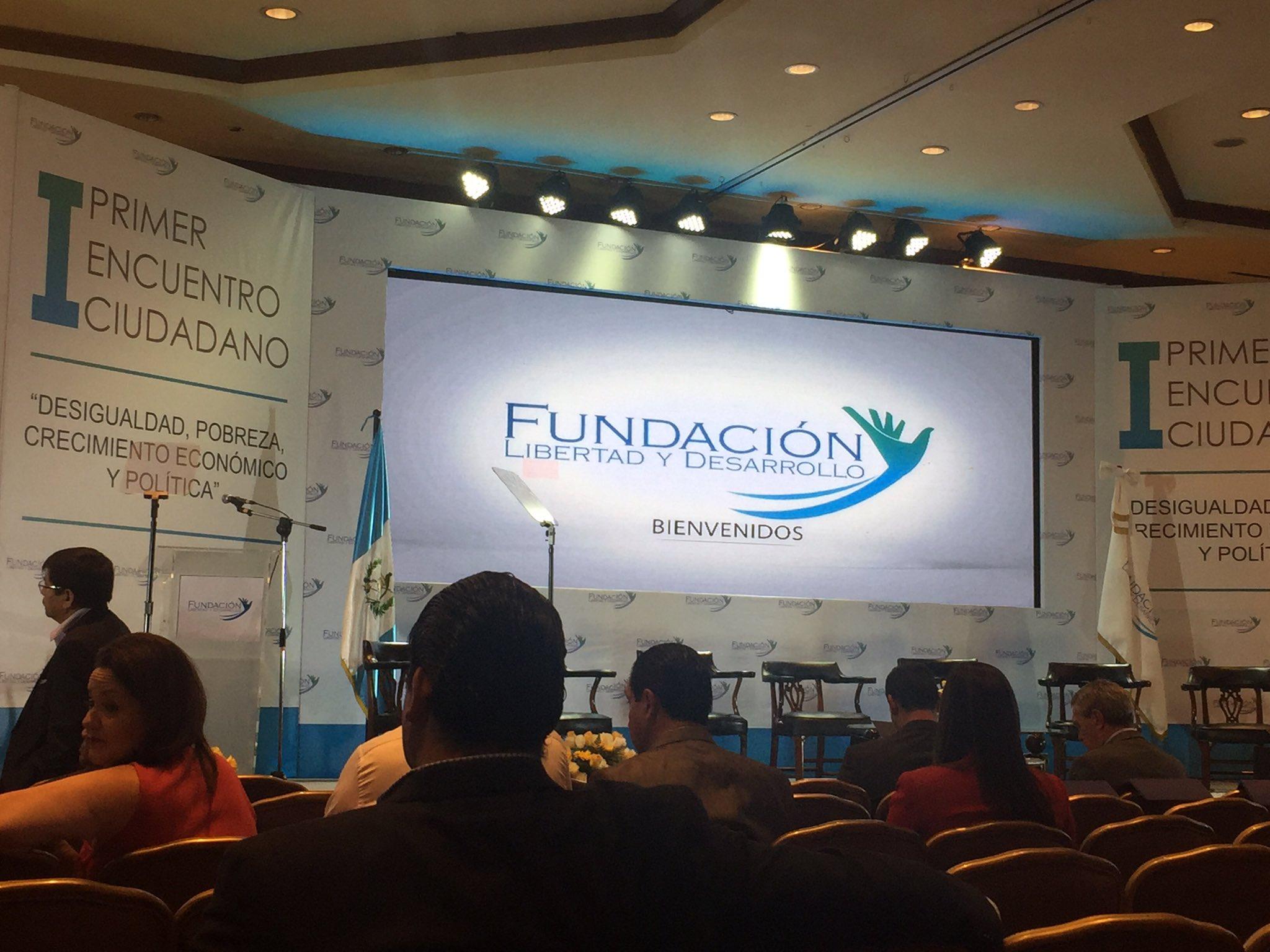En el I Encuentro Ciudadano de la Fundación Libertad y Desarrollo #EncuentroFLD https://t.co/UzEWywZYNa