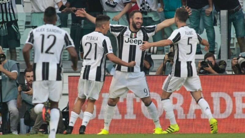 Juventus batte Cagliari 4-0 e torna in vetta alla classifica di Serie A