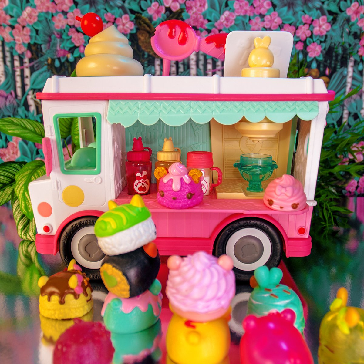 Num Noms Lip Gloss Truck Collectable Toy