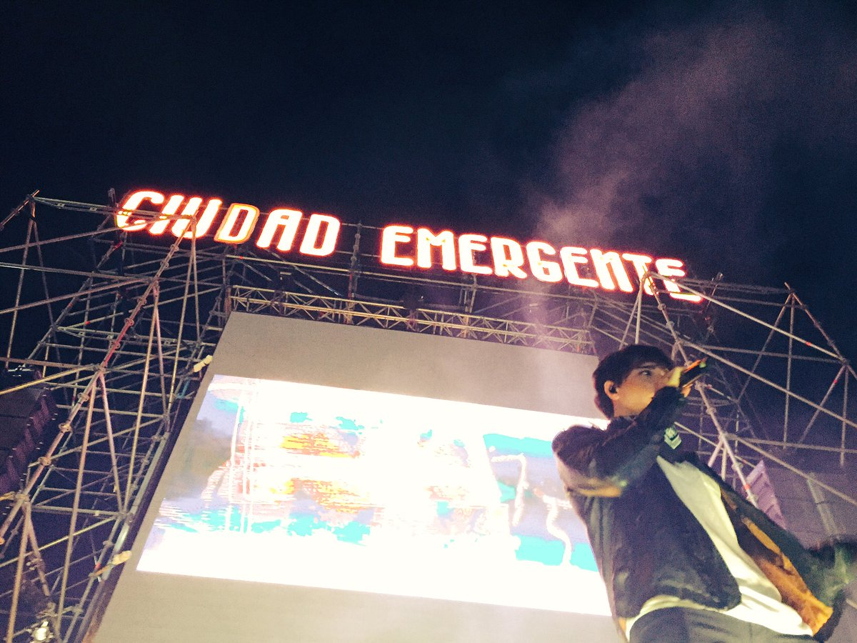 .@JulianSerrano01 hizo vibrar al público en #CiudadEmergente https://t.co/Y9Evz3IHdI