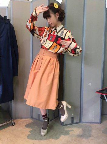レトロな服装の森川葵