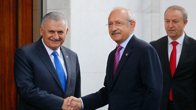 Başbakan Binali Yıldırım ile CHP Genel Başkanı Kemal Kılıçdaroğlu AK Parti Genel Merkezi'nde bir araya geldi.