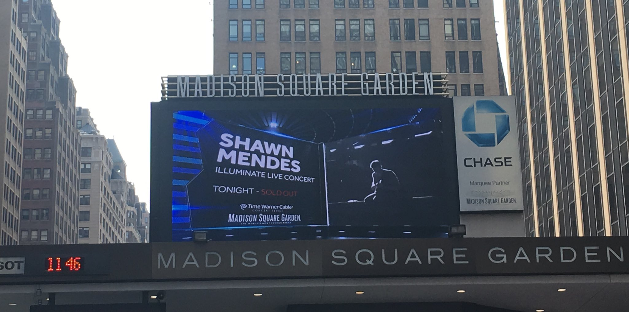 Shawn mendes rocks madison square garden for Shawn mendes live at madison square garden