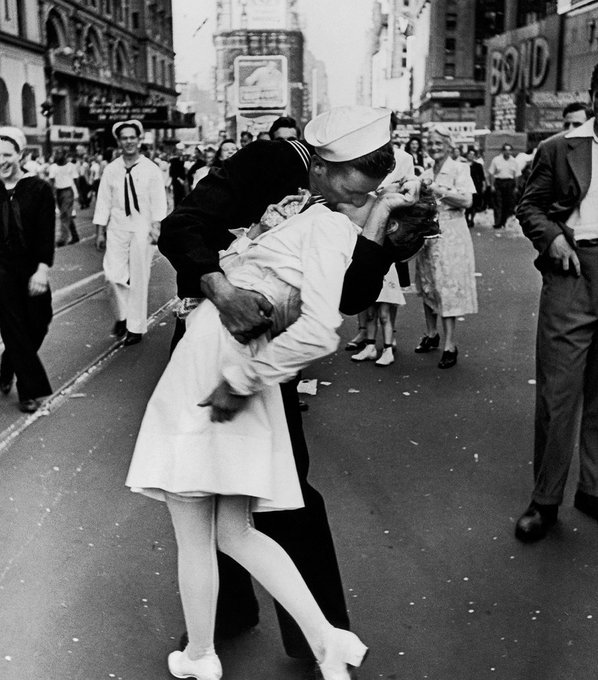 Greta Friedman, the woman in the iconic V-J Day kiss photo, is dead at 92: https://t.co/t9z2DOlX2E