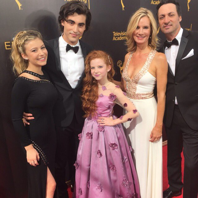 #dogwithablog cast on the #emmys red carpet. Such a happy reunion! https://t.co/hkmwdcsOtT